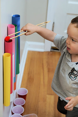 Toddler Activity: Pom Pom Color Sort