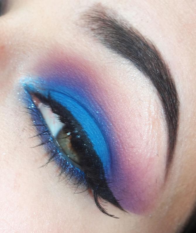 Maquiagem Roxo com Azul