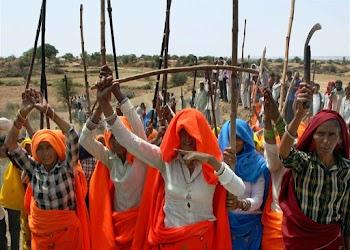 राजस्थान: आरक्षण के लिए गुर्जरों का रेलवे ट्रैक पर कब्जा, सरकार ने बनाई कमेटी