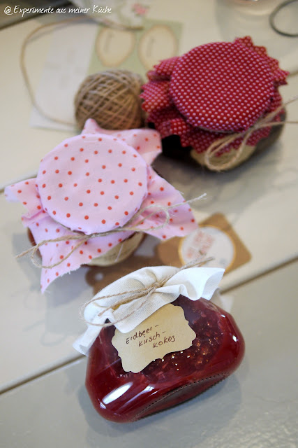 Experimente aus meiner Küche: Erdbeer-Kirsch-Kokos-Konfitüre #MEingemachtes