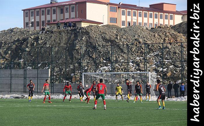 DİYARBAKIR- Diyarbakır 1.Amatör Liginde mücadele eden Pasur Belediyespor Pazar günü saat 14:00'de Kulp İlçe Stadında, Sanayi Sitesispor ile oynadığı karşılaşmada 3-2 lik skorla ikinci yarıya galibiyetle başladı.