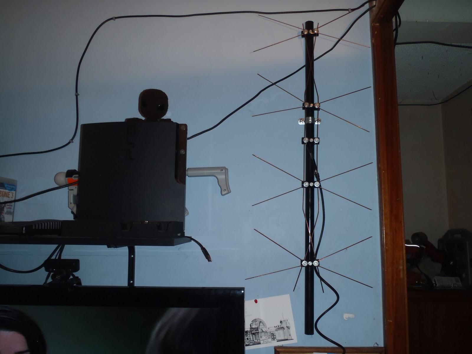 Tecnotuber como hacer una antena para captar se ales de for Antenas de tv interiores