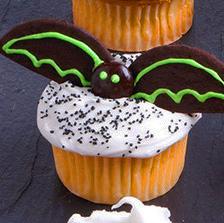 """выпечка, выпечка на Хэллоуин,   , кексы на Хэллоуин, маффины с глазурью, маффины с начинкой, маффины с шоколадом,    рецепты на Хэллоуин, декор блюд на Хэллоуин, угощение на Хэллоуин, Хэллоуин, стол праздничный, блюда праздничные, блюда """"Монстры"""","""