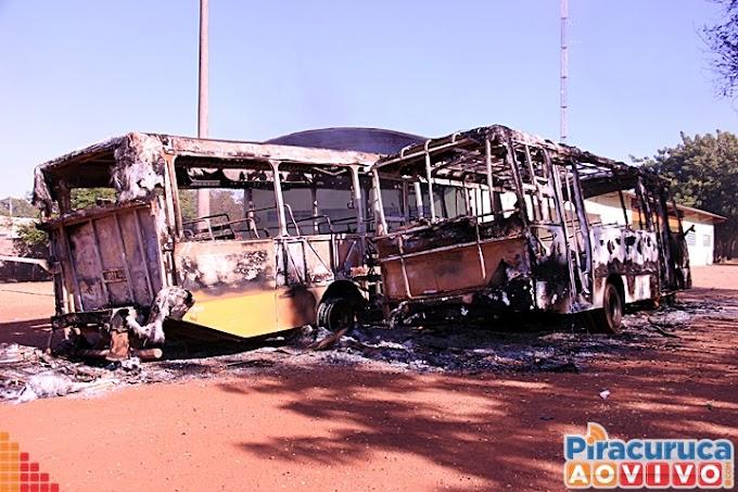 """Há indícios de que incêndio nos cinco ônibus em Piracuruca foi por """"ódio e vingança"""", diz delegado"""