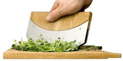 Oak Cutting Board with Mezzaluna