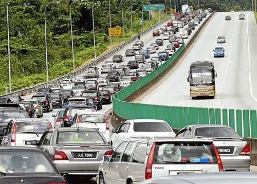 Situasi Di Jalan Raya Ketika Pulang Ke Kampung Bila Tiba Hari Raya