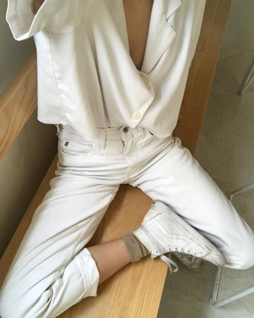 white shirt over white jeans