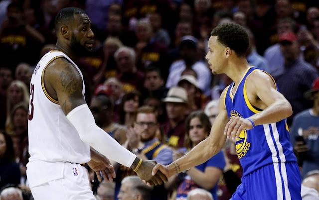 Rencontre entre les Cavs de LeBron James, et les Warriors de Stephen Curry, dimanche 19 Juin 2016 dès 2 heures du matin. Cette rencontre est le Game 7 des Finals NBA 2016.