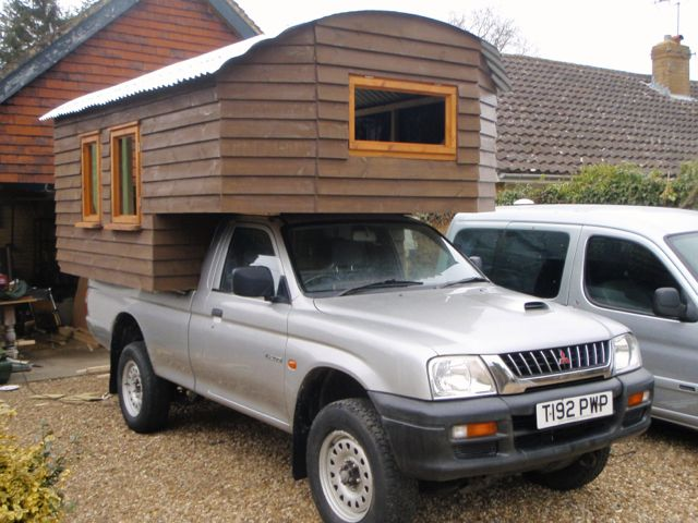 Handmade Matt Demountable Camper Van 4 X 4 Pick Up Truck