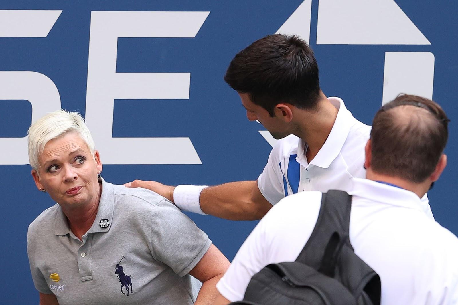 Djokovic descalificado