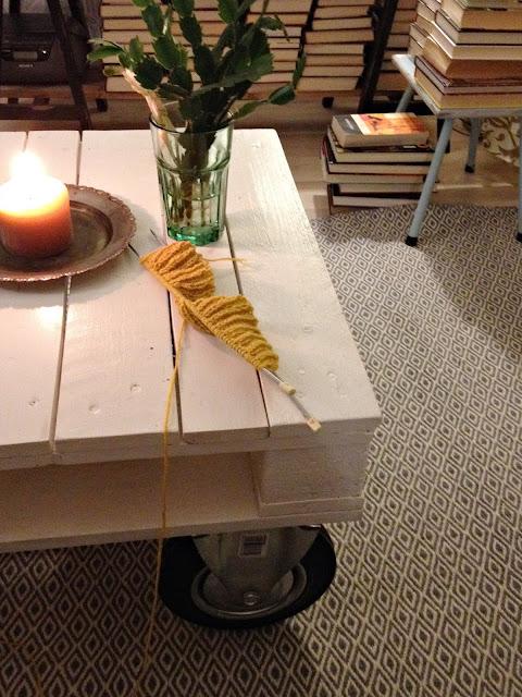 pöytä, kynttilä, neule