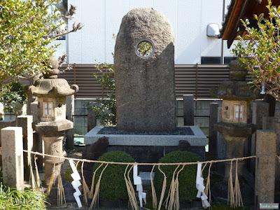都島神社の遥拝石