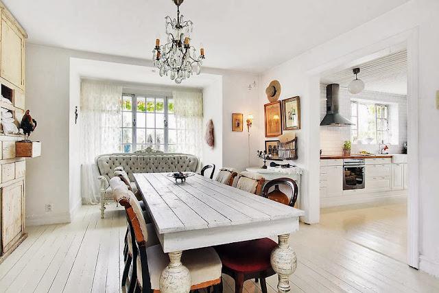 sufragerie alba cu scaune clasice