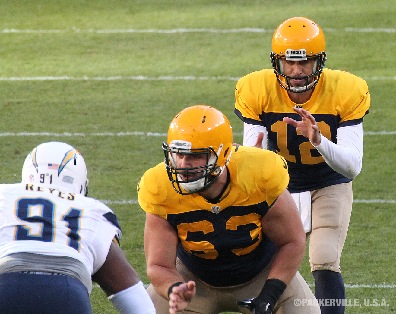 Is this a close enough view for you of QB Aaron Rodgers and C Corey Linsley  98942e39a
