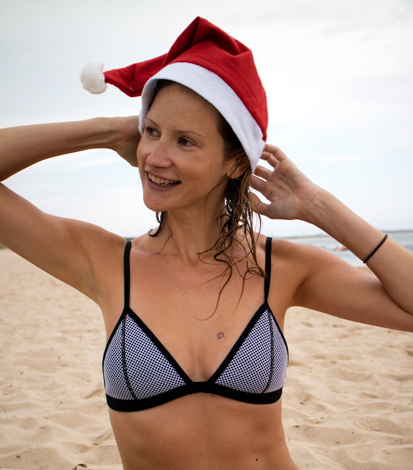 fashion and travel blogger, Alison Hutchinson, celebrating Christmas at the beach in Sydney, Australia