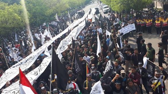 Merinding! Begini Penampakan Bendera Tauhid dalam Aksi Ummat Islam Solo
