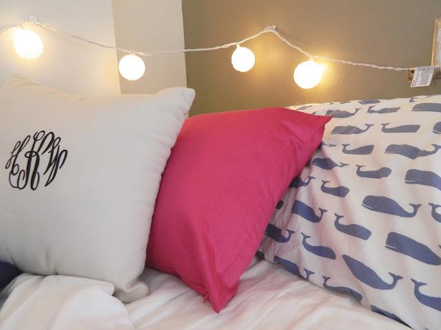 college-dorrm-room