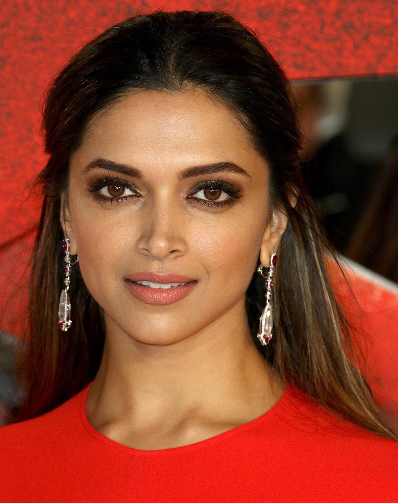 Deepika Padukone Looks Stunning In Red Dress At The -3917