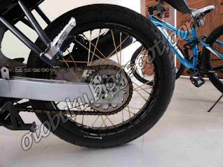 Foto Velg Thor Black Terpasang pada Motor