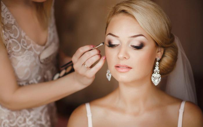http://www.encasadeoly.com/2018/01/guia-de-maquillaje-rapido-para-novias.html