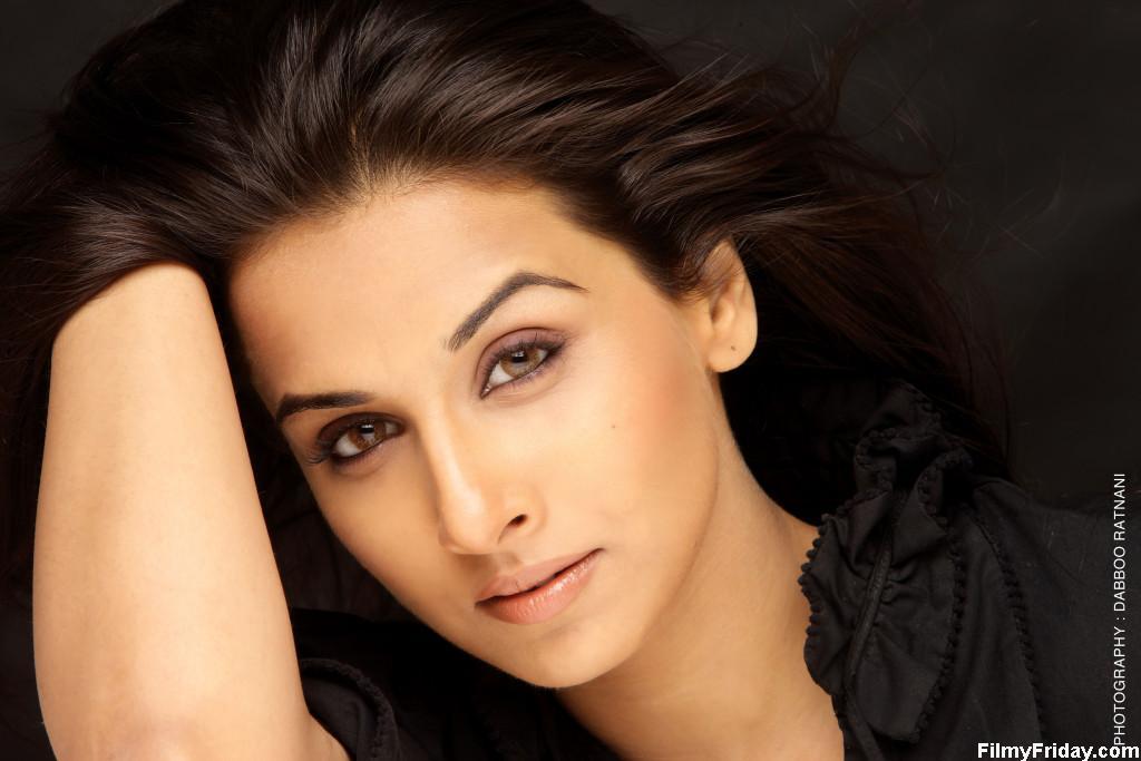 Image Of Starshot Indian Actress Vidya Balan Hot Navel -2821