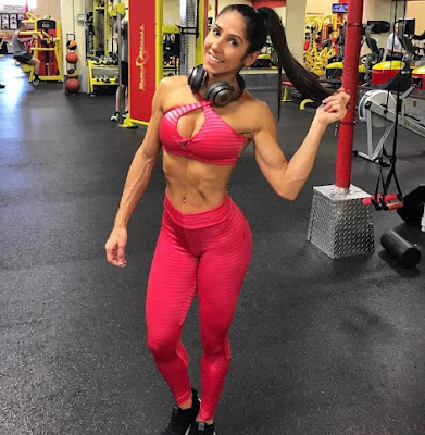 Angelica Teixeira  working out
