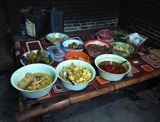 http://www.teluklove.com/2017/05/destinasti-objek-wisata-kuliner-geplak.html