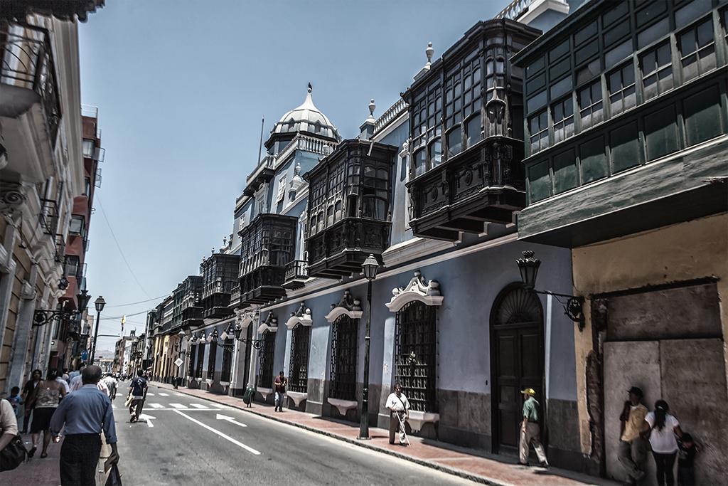 Calle céntrica en Lima