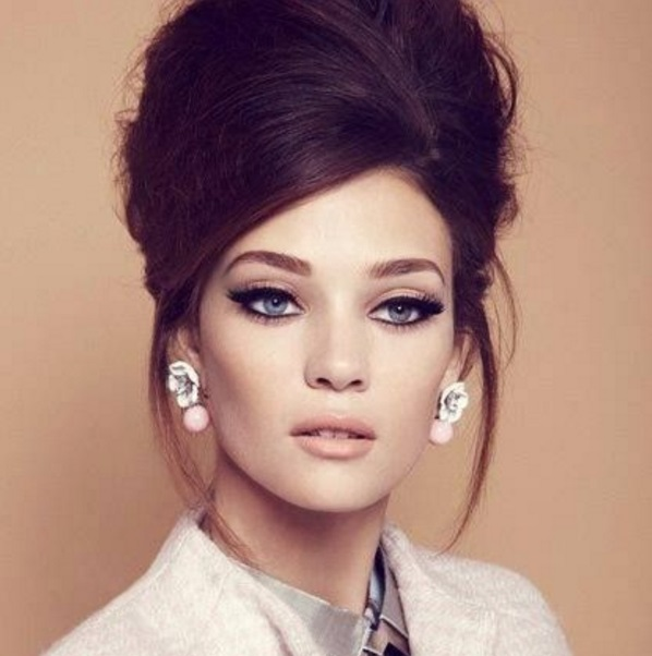 Top-Vintage-Hair-Updo-to-Try-Even-Today-as-Popular-Trend