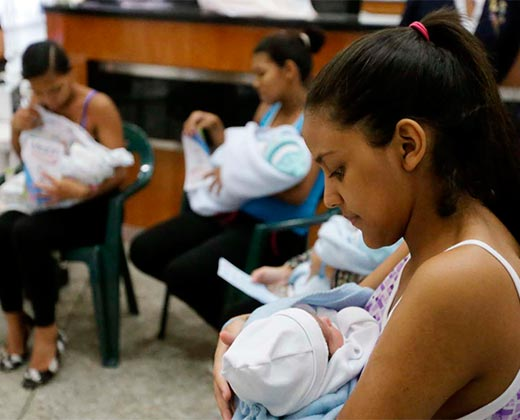 ¡JUEGAN CON LA SALUD! Gradúan médicos exprés para atender a niños y a recién nacidos
