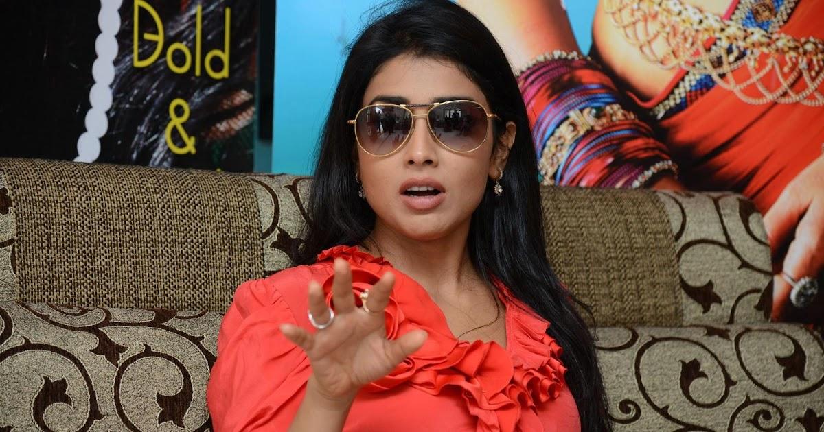 Shriya Saran High Resolution Images: Shriya Saran Stills In Pavitra Movie