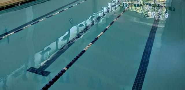 สระว่ายน้ำมีปัสสาวะปนเปื้อนหรือไม่ และมีผลต่อสุขภาพอย่างไร?