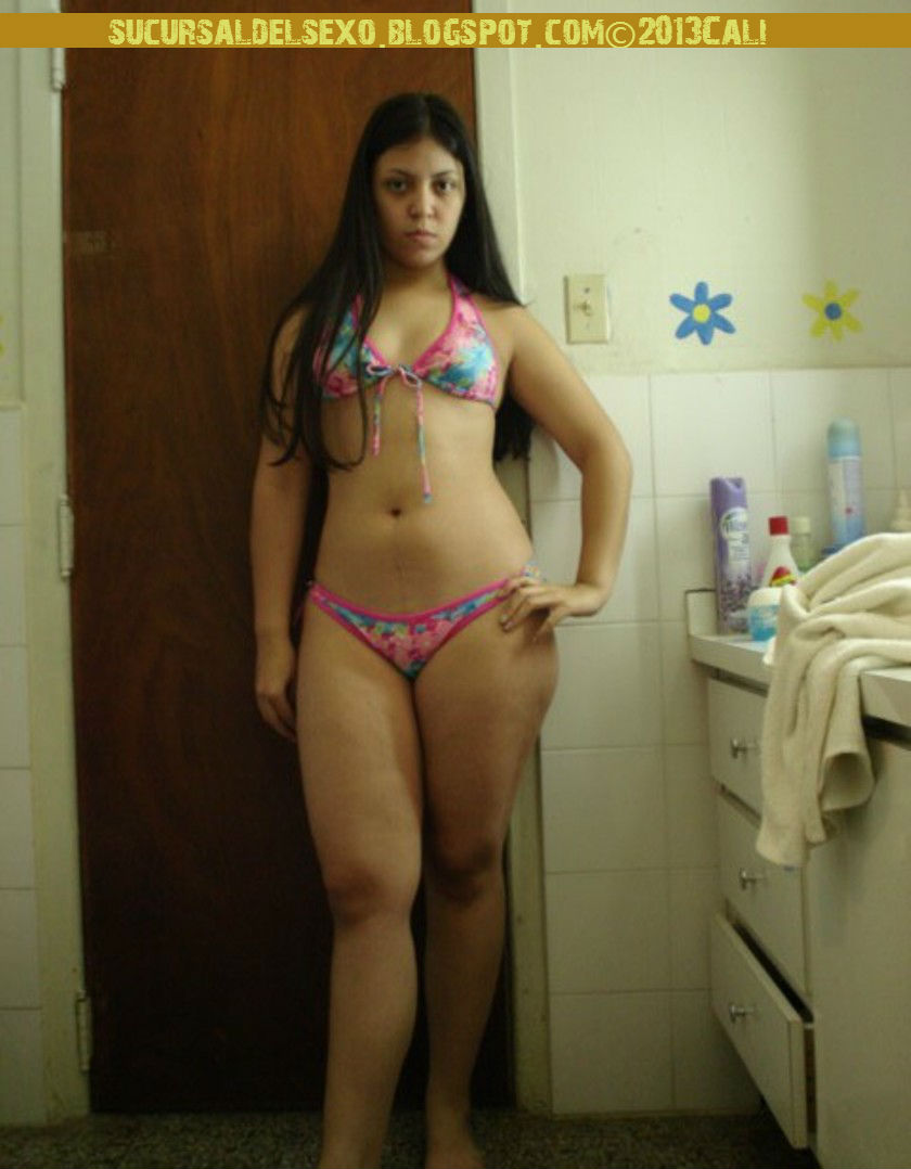 Stefany desnuda se toma fotografias - 3 10