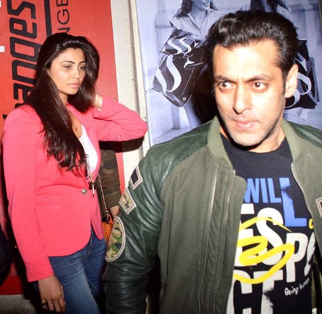Celeb Wallpaper: Spotted !! Salman Khan At A Mumbai