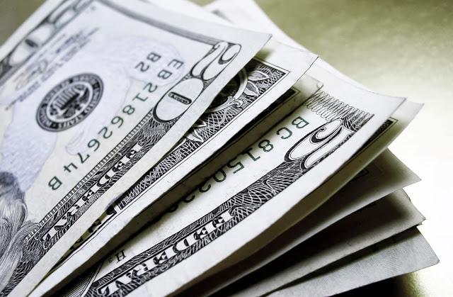 Dólar e pesos no Chile