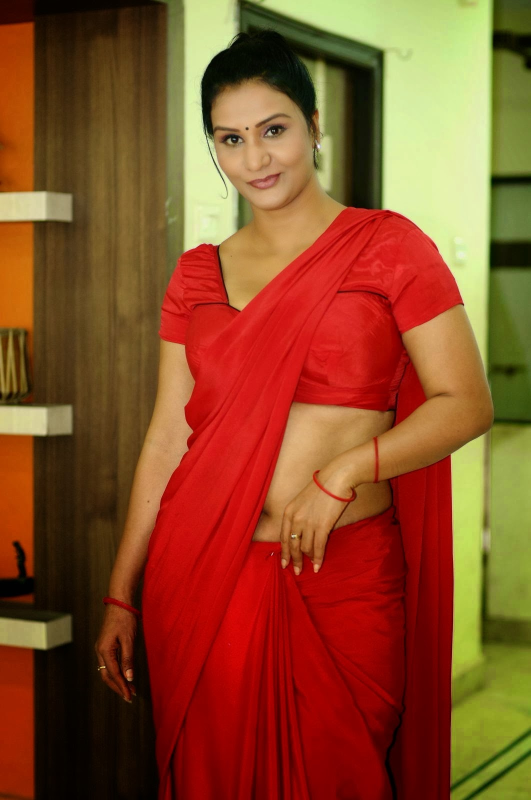 Apoorva Aunty Sexy Back Show Pics In Red Saree Photos -8913