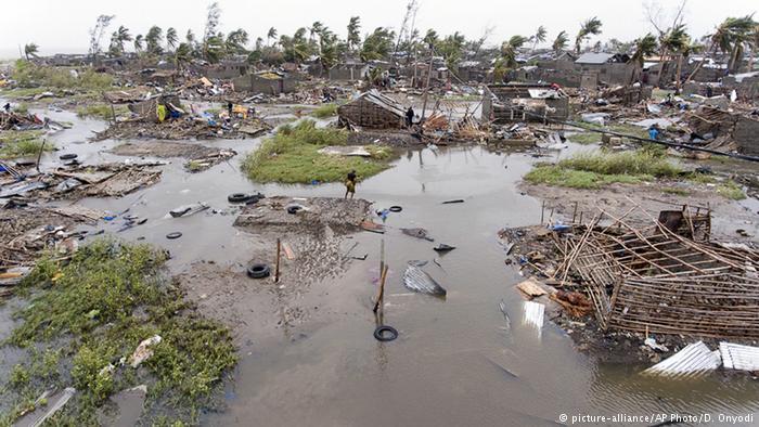 Ao envenenar diretamente os recursos naturais que sustentam a vida da Terra, a geoengenharia oferece uma abordagem composta para a redução da população (assassinato em massa).