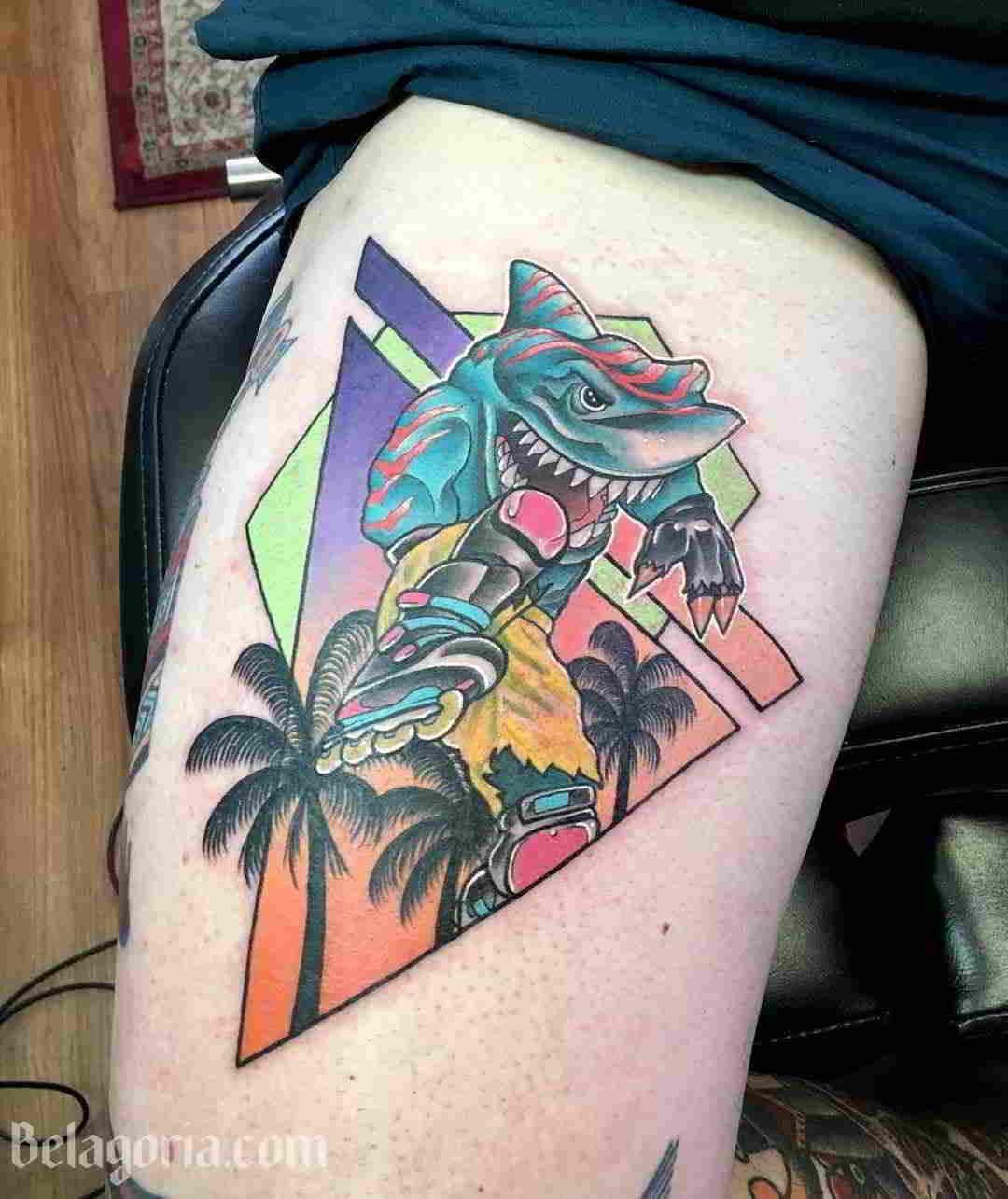 Un tatuaje estilo años 80 para chica