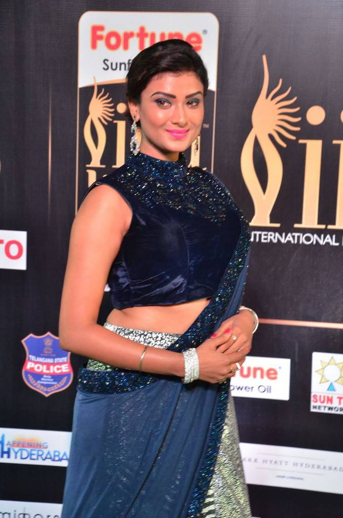 Indian Model Ishita Vyas At IIFA Awards 2017 In Blue Dress
