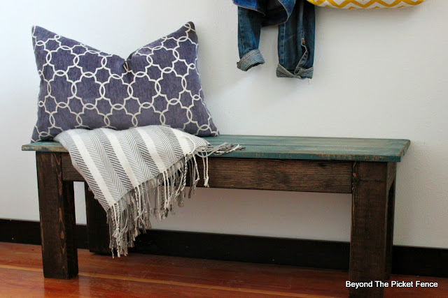 rustic farmhouse style bench made from pallets