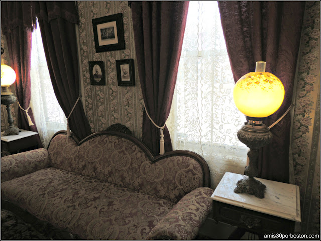 Lizzie Borden Bed & Breakfast Museum: Salón