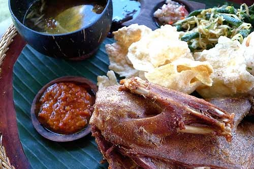 bebek bengil  10 Restoran Tempat Makan Favorit di Ubud Bali