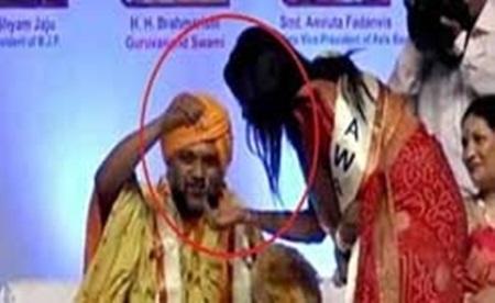 CM's wife amruta fadnavis & Bhondu baba story