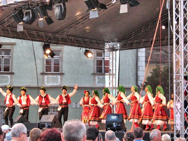 Sibiu - Spectacol pe scena din Piața Mare - blog FOTO-IDEEA