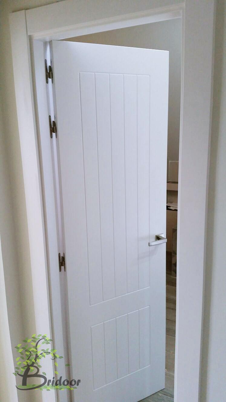 Bridoor s l puertas y vestidor lacado para vivienda en for Puertas para vivienda