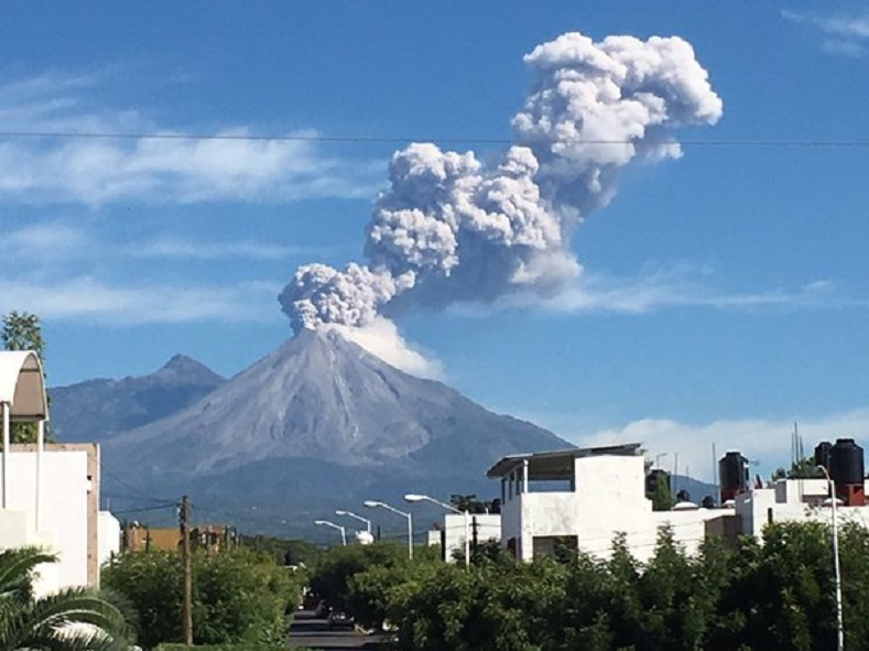 NEW Volcano erupts in Guatemala (Mt. Pacaya) -- Deep earthquake event getting serious Fuego_volcano_6