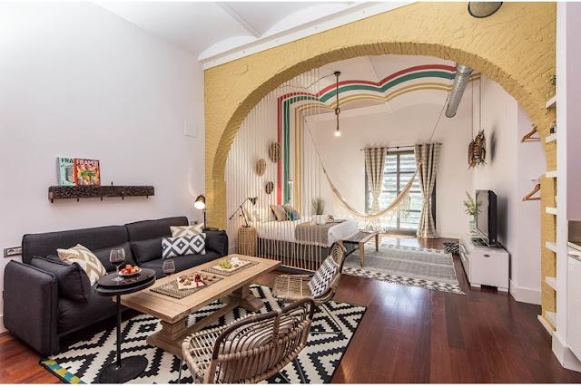 Culori vesele și atmosferă exotică într-o garsonieră de 45 m² în Barcelona