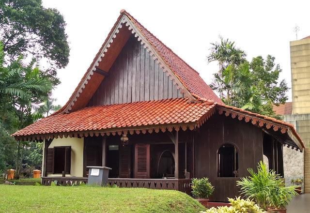 Rumah adat Betawi, Bernama Rumah Kebaya atau Bapang