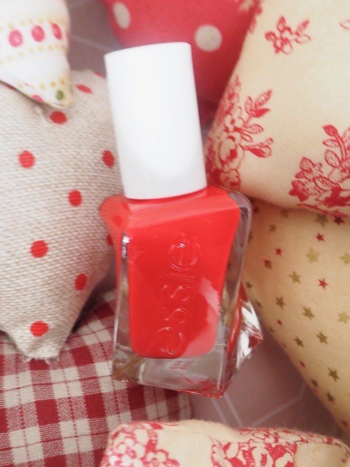 photo-essie-rojo-uñas-verano-rock-the-runway