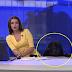 Penyampai TV terkejut, anjing tiba-tiba muncul di sebelahnya